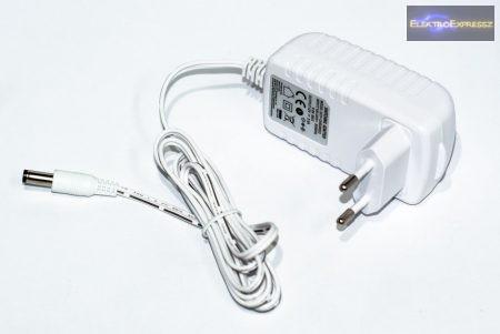Hálózati adapter 12V / 2A.